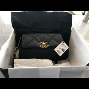 BNIB Chanel 19 flap small black